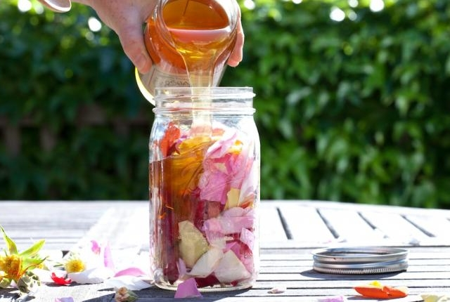 Use Honey With Rose Petals
