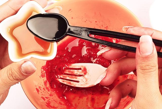 Strawberry And Honey Lip Scrub