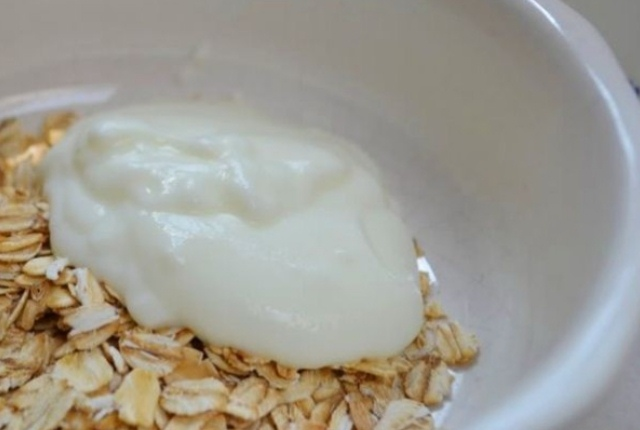 Oatmeal Yogurt Toner