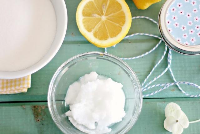 Rice, Lemon Juice And Baking Soda Scrub