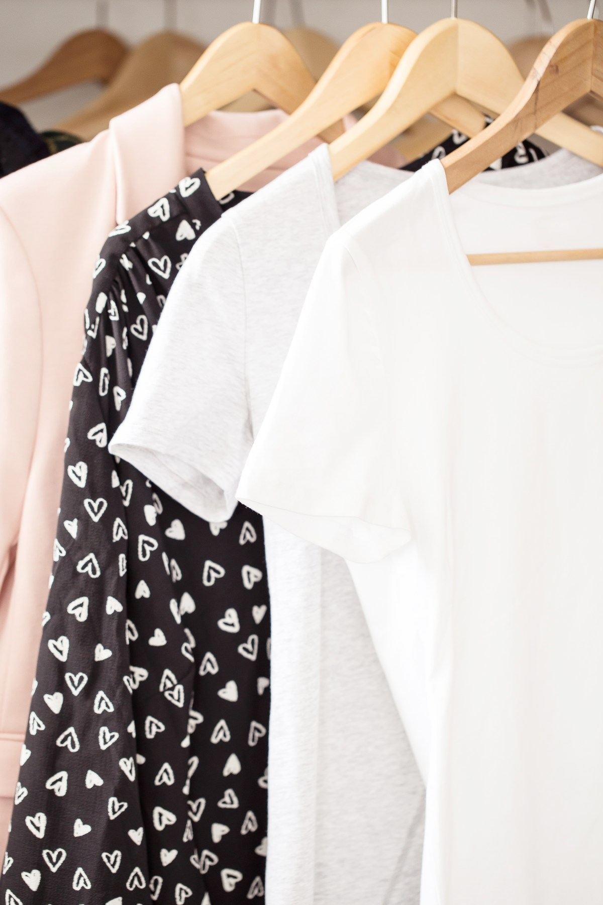 Really helpful #tips on how to do a closet clean out. This read gave me SO many organizing ideas to help declutter my wardrobe and bedroom. I'm so happy with how it looks now! #home #house #closet #bedroom #organizing #organize #hacks
