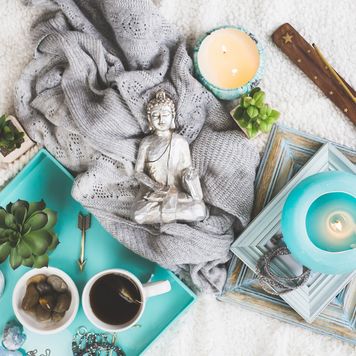 5 Essential Items To Create A Peaceful #Meditation Nook. Simple & #easy items for any #mom or #bossbabe who needs a quiet, #zen space to #calm their mind! These #DIY #ideas are seriously easy to put in any small space at #home. #homedecor #meditation #mindset #mindset #soul #peace