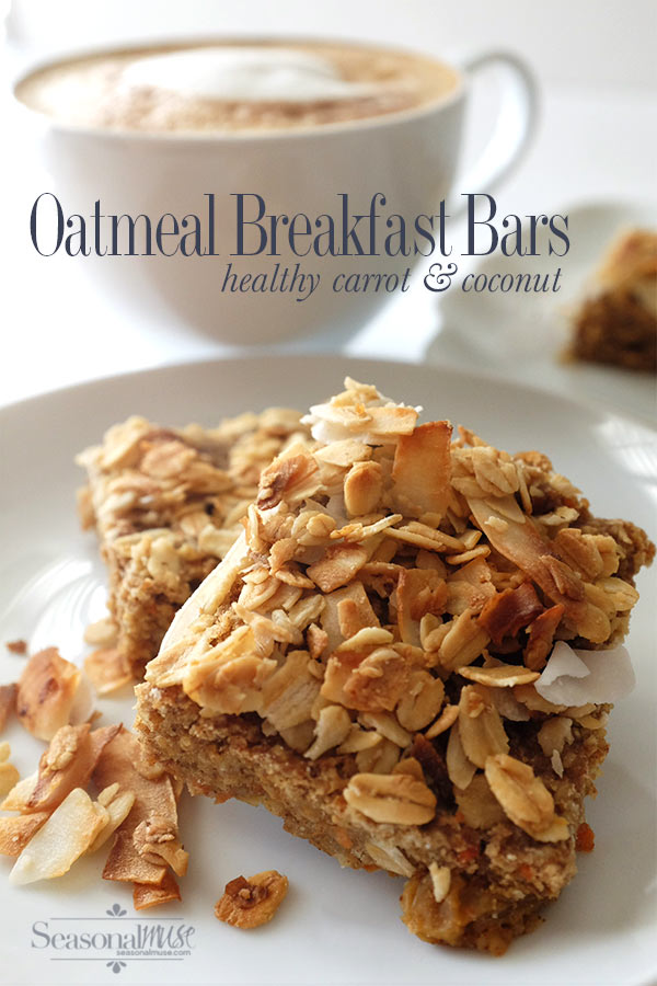 Baked Oatmeal Breakfast Bars with carrots and coconut. Made with wholegrain oats, ground flaxseed, nut butter and dates. Loaded with fiber and protein| seasonalmuse.com