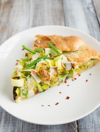Spring Allium Onion Tart | This spring allium onion tart with leeks, green garlic, and manchego cheese is a light dinner or appetizer perfect for a spring evening. | SeasonedVegetable.com