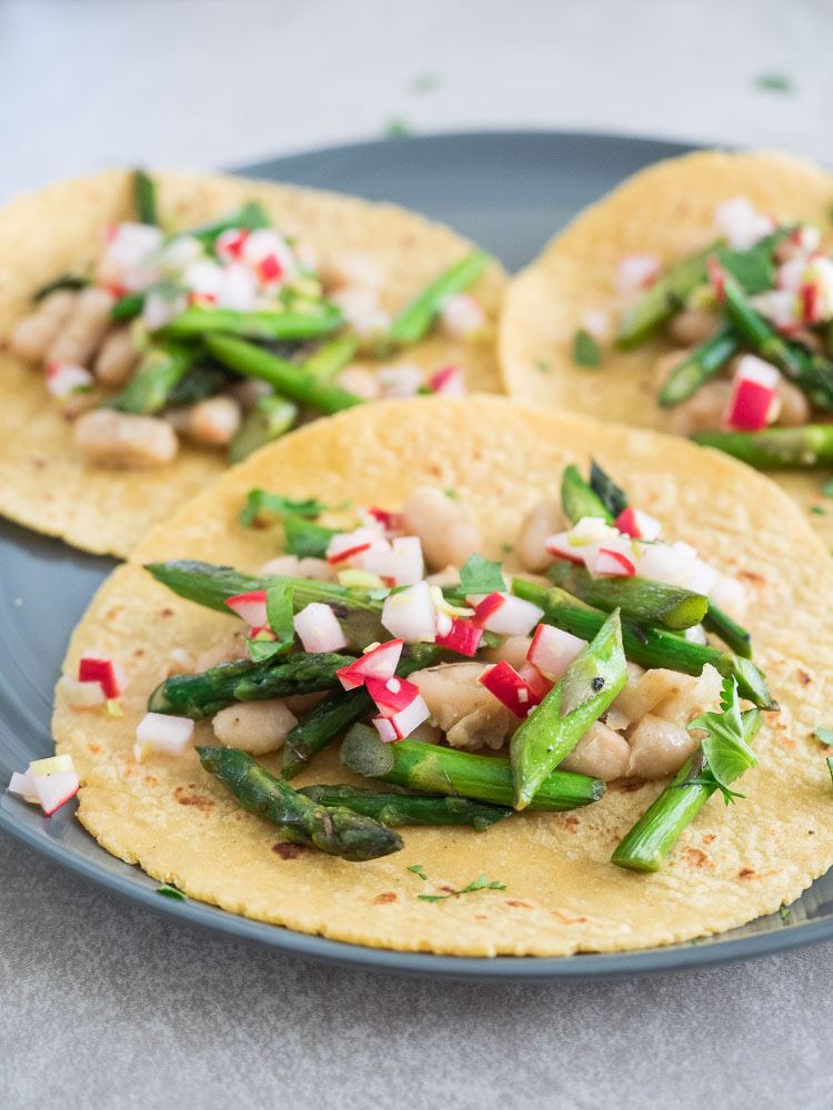 Asparagus Taco with Pickled Radish Salsa | A fresh asparagus taco with lightly pickled radish salsa and simply seasoned white beans. A light lunch or dinner ready in less than 30 minutes! | SeasonedVegetable.com
