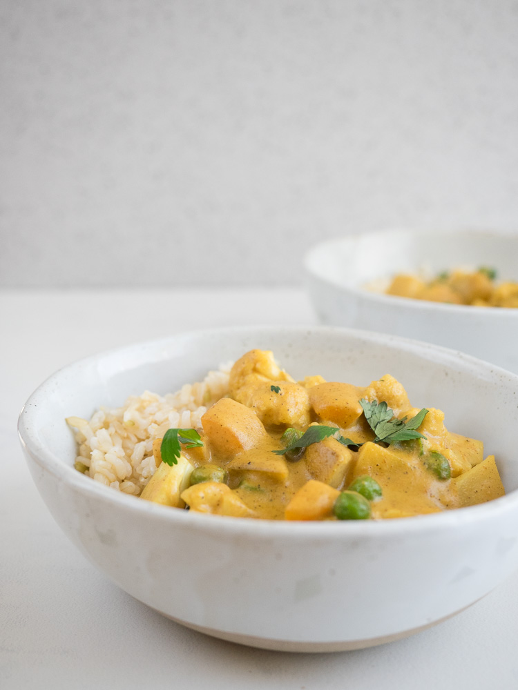 Vegetable Korma Curry | This sweet and spicy vegetable korma curry recipe is made with a cashew based gravy. Vegan and gluten free, it's a deliciously easy weeknight meal! | SeasonedVegetable.com