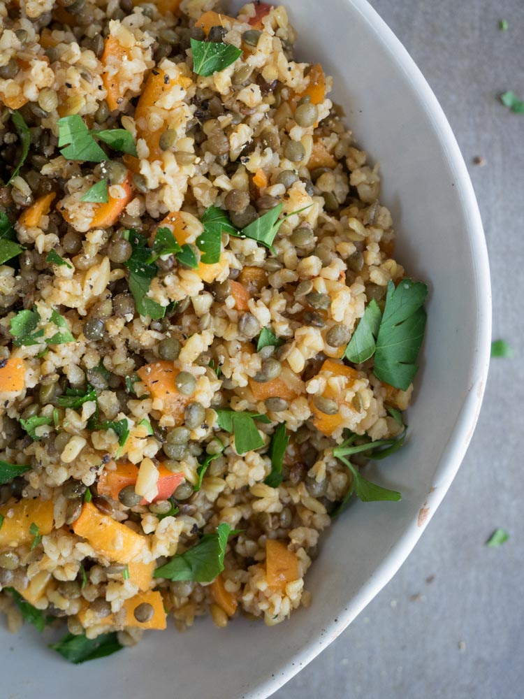 Freekeh Salad with Apricots and Lentils | This 8 ingredient vegan freekeh salad is tossed with apricots and protein rich lentils. Ready in 40 minutes, it's the perfect lunch or side. | SeasonedVegetable.com