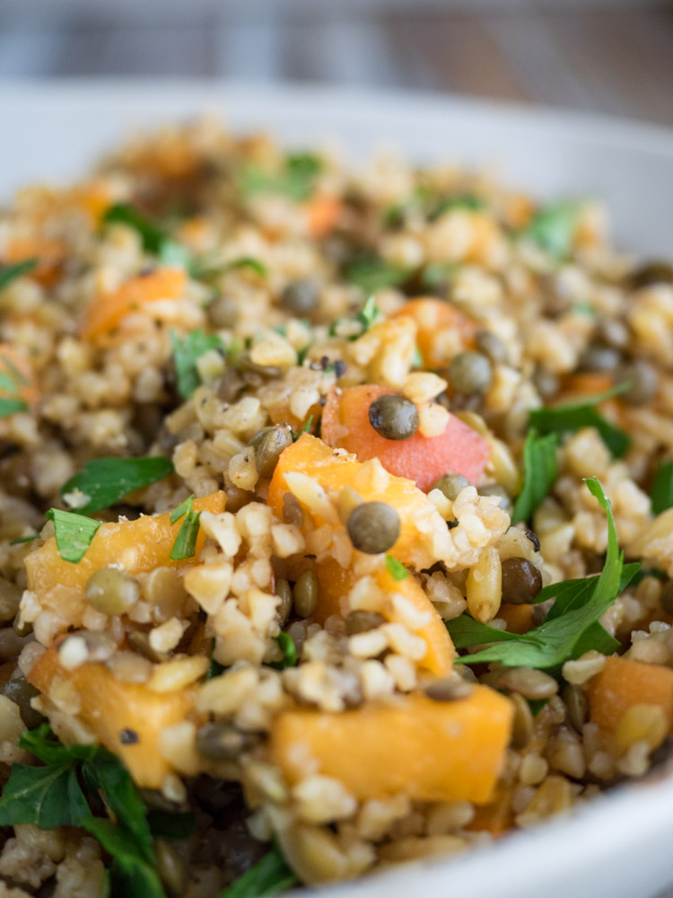 Freekeh Salad with Apricots and Lentils | This 8 ingredient vegan freekeh salad is tossed with apricots and protein rich lentils. Ready in 40 minutes, it's the perfect lunch or side. | SeasonedVegetable.com #vegetarian #lentil #wholegrain