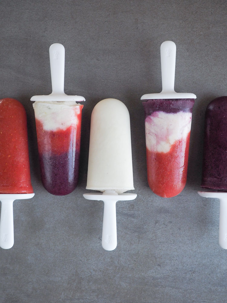 4th of July Smoothie Popsicles | These 4th of July smoothie popsicles are fruit and vegetable filled! Plant based and gluten free, they're the perfect treat to cool down! | SeasonedVegetable.com