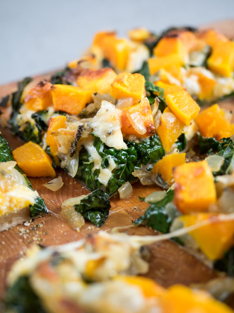 Butternut Squash Pizza | A seasonal butternut squash pizza is perfect for fall. With sage and crispy kale, this homemade pizza is an excellent vegetarian option. | SeasonedVegetable.com #fall #vegetarian #pizza