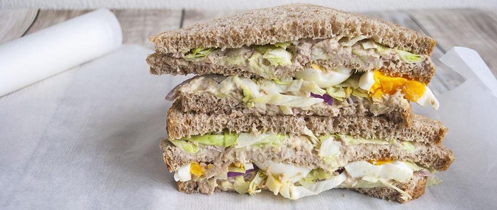 Tonijn avocado sandwich