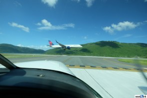 A Delta 757 about to land at St Thomas