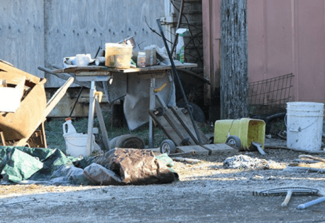 Trash was all over the outside of the property. Photo from Seattle DogSpot.