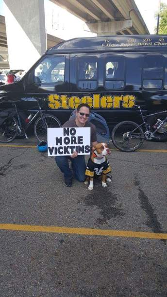 Even Steelers fans protests their teams signing of dog abuser Michael Vick. Photo from No More Vicktims.