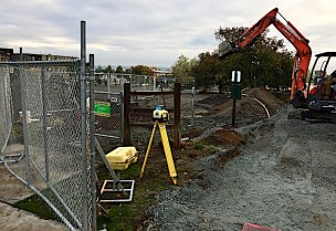 New construction at Magnolia Manor reduce the size of the OLA by about 25%. Photo from Seattle DogSpot.