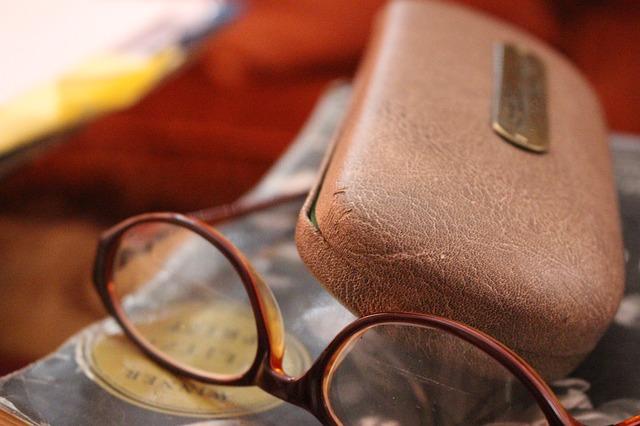 glasses-431376_640