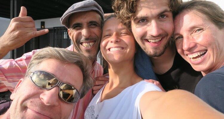 Frauen die Surfen - Interview mit Emilia Holstein-arbeiten im surfcamp