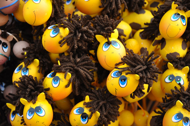 Incredible Easter egg crafts for Día de las Flores, Guanajuato. Made with hollow eggs filled with confetti.