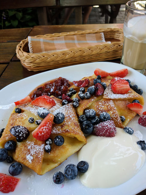 Delicious berry pancakes, Nida