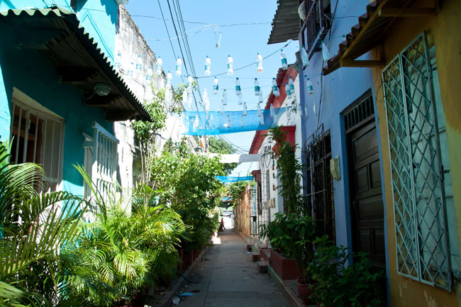 Getsemaní alleyway, Cartagena, Colombia