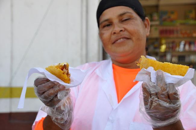 Arepa con huevo, Cartagena street food specialty
