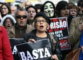 La protesta in Portogallo (foto Novais/Epa)