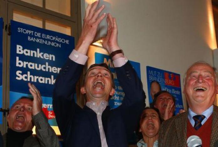 Bernd Lucke di AdF festeggia la vittoria nei lander tedeschi