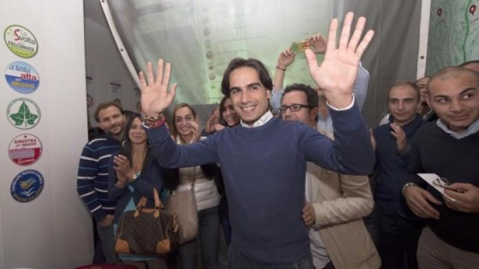 Il neo sindaco di Reggio Calabria Giuseppe Falcomatà festeggia la vittoria (photo Ansa/Cufari)