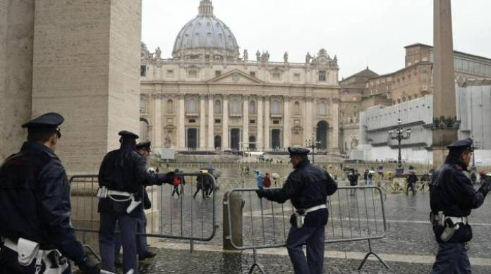 Agenti in piazza San Pietro - Giubileo Papa Francesco