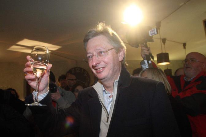 Felice Casson festeggia la vittoria alle primarie del centrosinistra - © Errebi