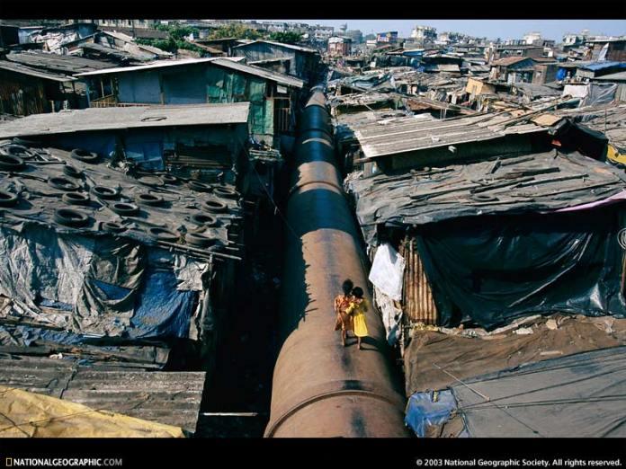 Malad Mumbai slums. Una delle baraccolpoli a Mubai in India
