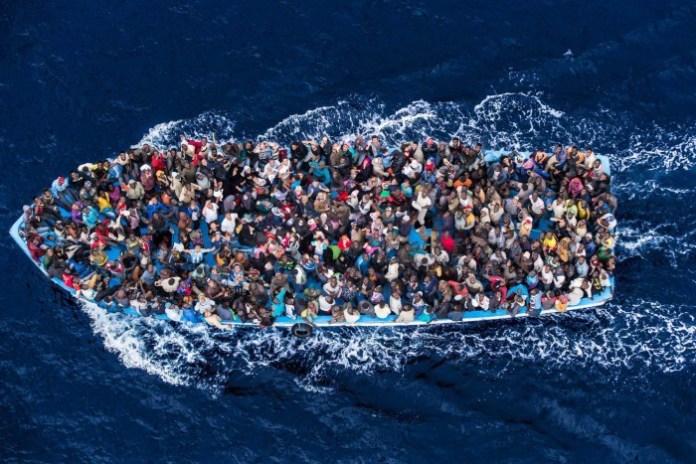 Schiavisti deportano migranti nel Mediterraneo