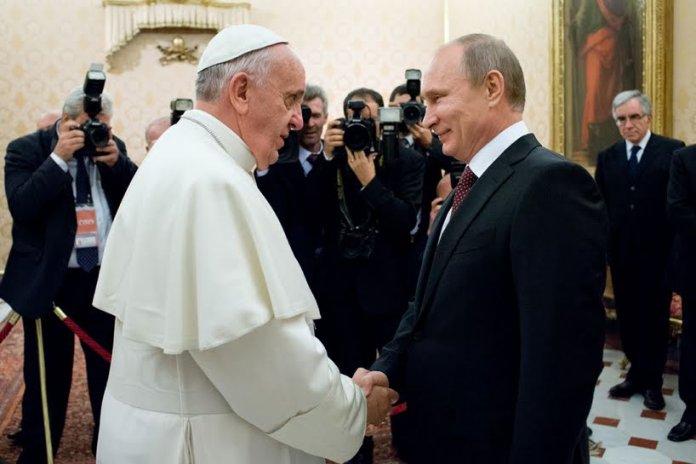 Papa Francesco in una recente visita con Vladimir Putin