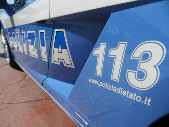 Una volante della Polizia di Stato