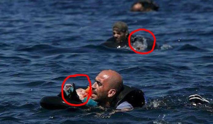 naufragio in Grecia - I padri in mare coi figli a cento metri dall'Isola di Lesbo - bimbi siriani salvati
