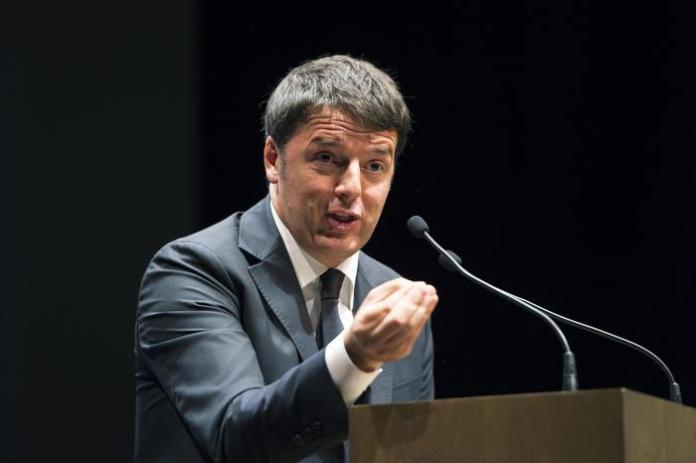 Il Presidente del Consiglio Matteo Renzi  annuncia sconti fiscali per le imprese che investono nelle loro attività