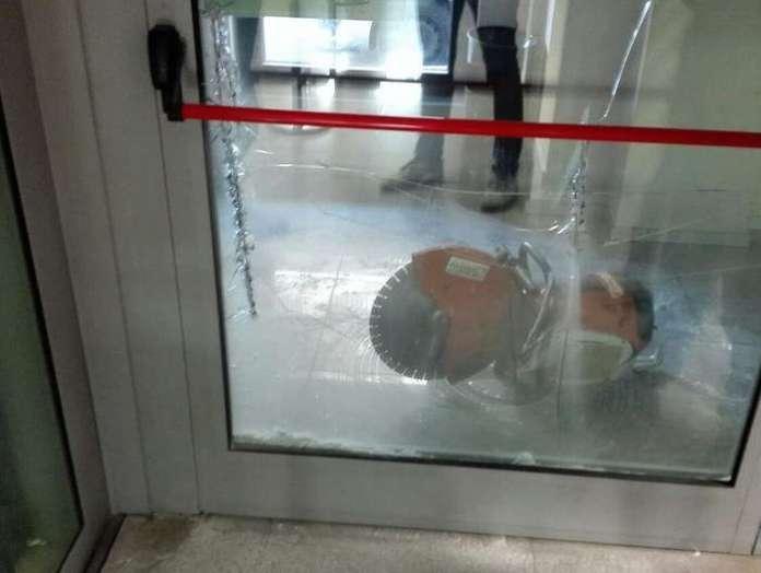 Belvedere Marittimo, tentano rapina in banca con motosega
