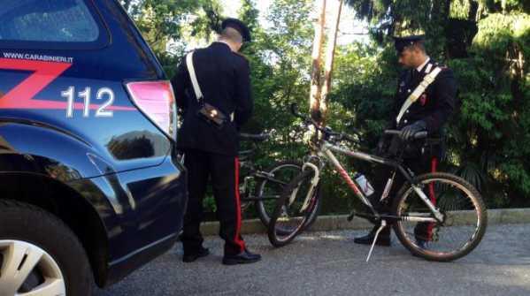 carabinieri in bici