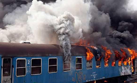Incendio doloso a treno delle delle Ferrovie della Calabria