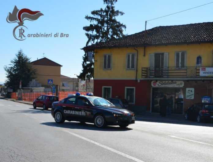Bra (Cuneo), picchia e minaccia l'anziano padre per denaro. Arrestata