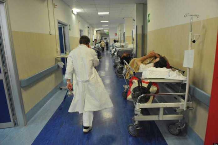 """""""Iniezioni letali a 13 pazienti"""". Arrestata infermiera a Piombino"""