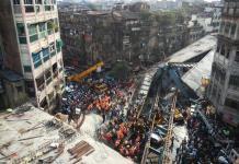 Crolla cavalcavia a Calcutta in India