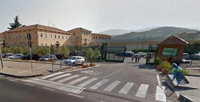 Accoltella la vicina di casa in via Popilia, arrestato un 56enne a Cosenza