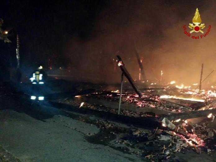 Incendio al villaggio turistico Porto Kaleo di Cutro