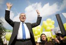 Elezioni Austria, vince Van der Bellen, ma Hofer ha metà dei voti
