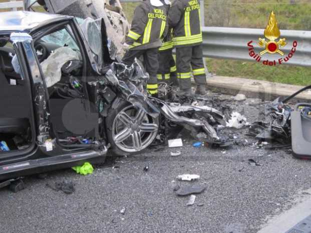 incidente stradale via Appia Laterza Taranto, 6 morti