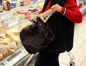 Anziana ruba per mangiare, i carabinieri le pagano il conto