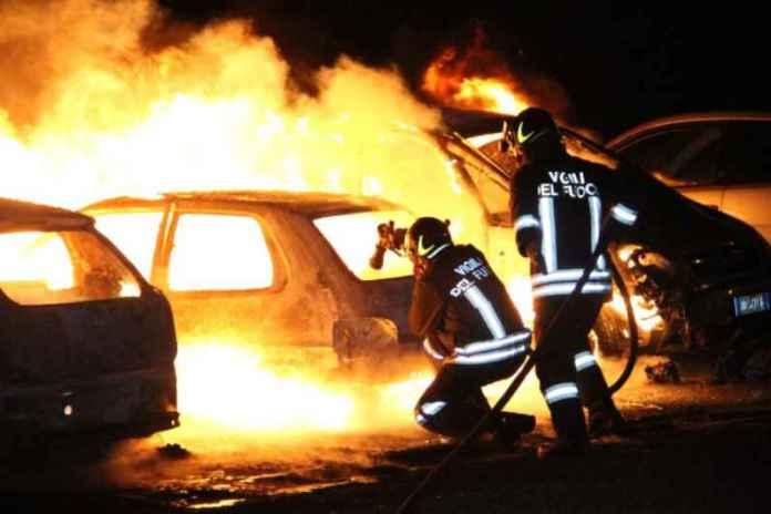 Tre auto in fiamme stanotte a Cosenza. Matrice forse dolosa