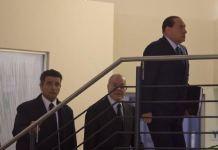 Berlusconi nella storica visita nella sede del Pd nel 2014, quando con Renzi siglarono il Patto del Nazzareno