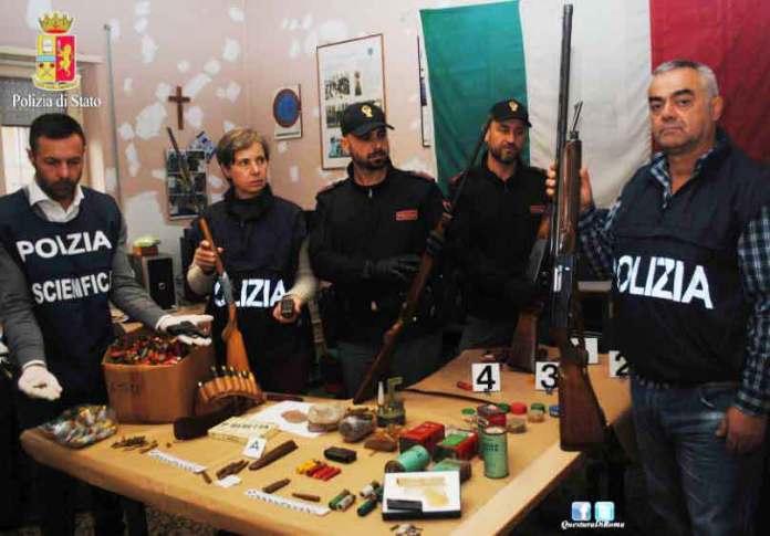 L'arsenale di armi rinvenuto a Velletri